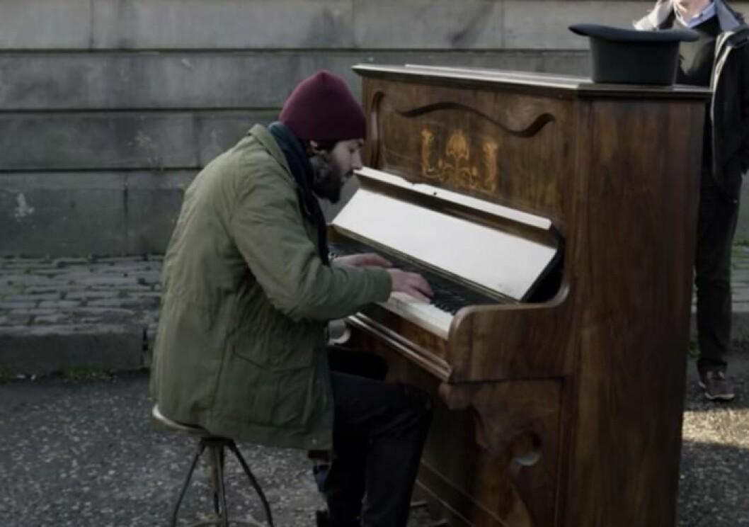 Salvado Sobral spelar piano