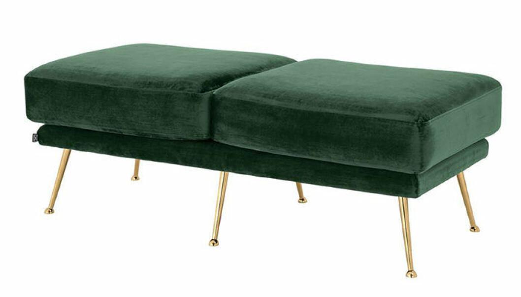 bänk i grön sammet med ben i mässing