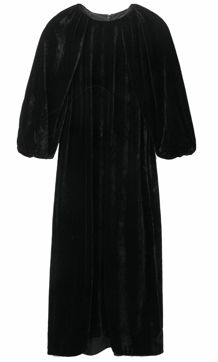 Sammetsklänning från Cos med puffärm