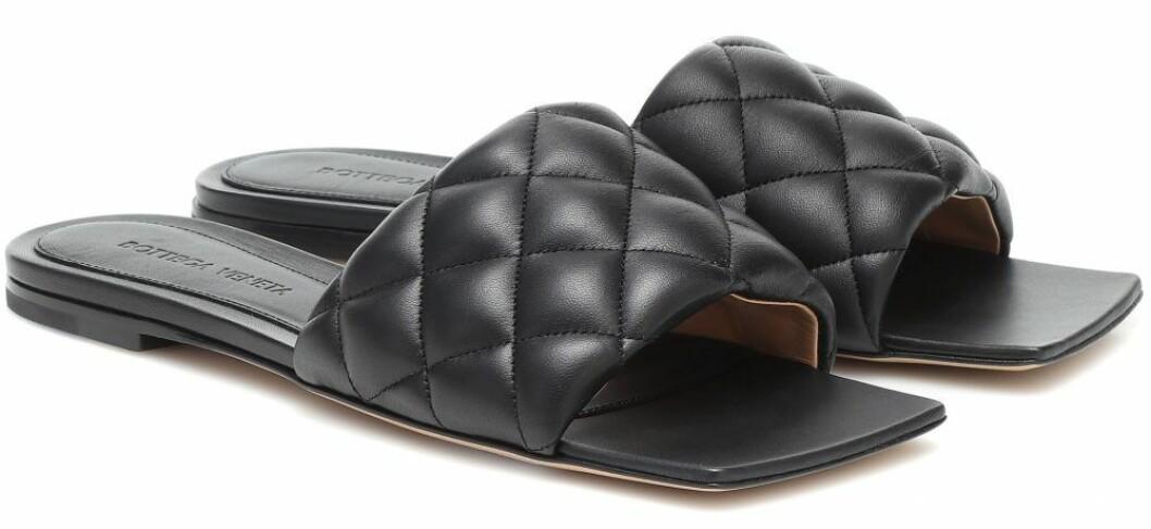 Svarta sandaler från Bottega Veneta.