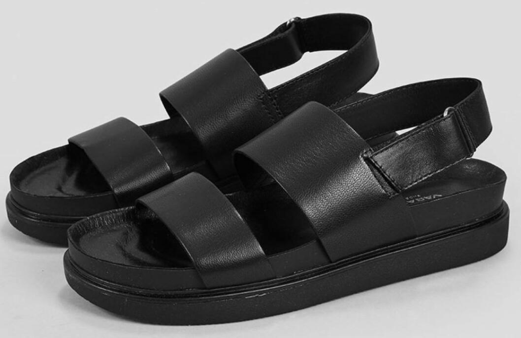 Svarta sandaler med breda remmar och hög sula från Vagabond.