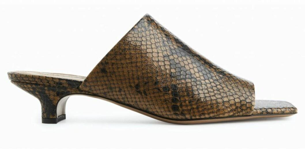 Mönstrad sandalett från Arket.
