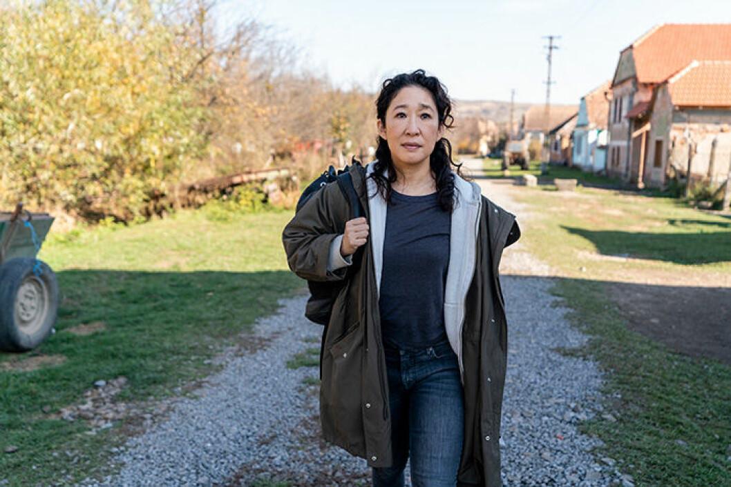 En bild på skådespelerskan Sandra Oh, som spelar MI5-agenten Eve i tv-serien Killing Eve på HBO.