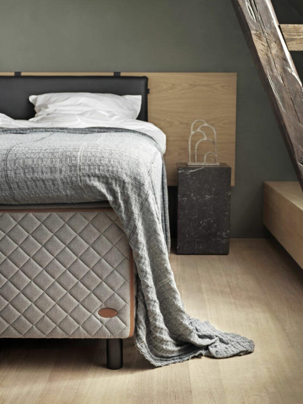 Sänggavel Audo för Dux