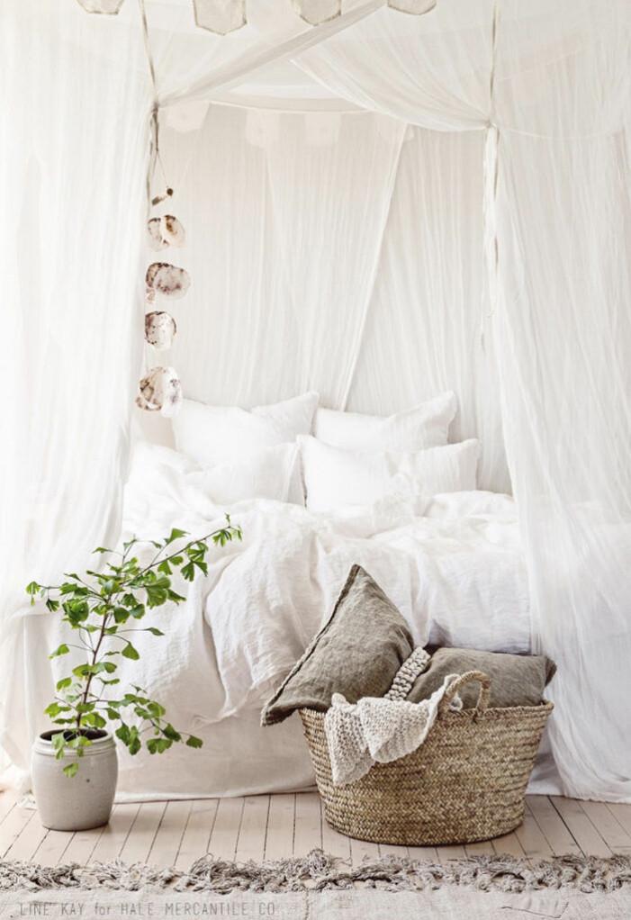 Sänghimmel av gardiner