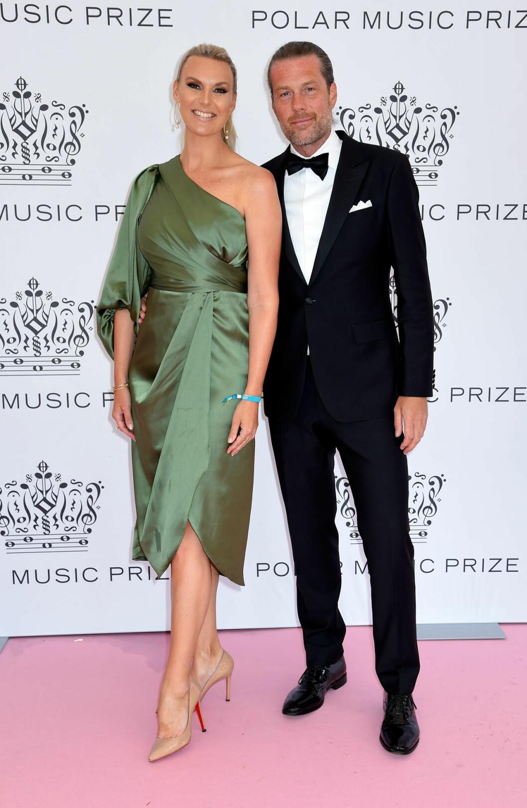 Sanna Nielsen och Joakim Ramsell på rosa mattan på Polarpriset 2019