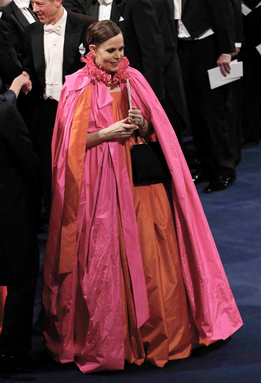 Sara Danius i klänning med cape på Nobelfesten 2018