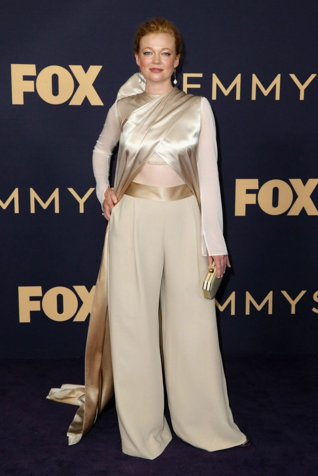Sarah Snook på röda mattan på Emmy Awards 2019