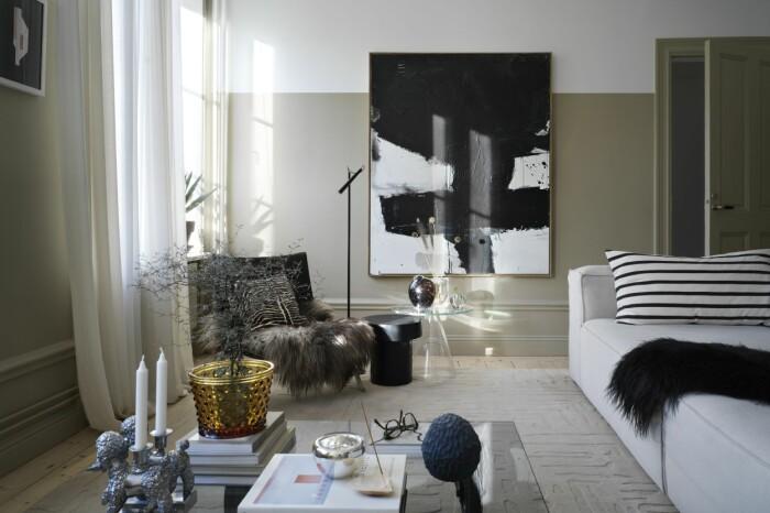 Hemma hos Sasa Antic vardagsrum soffa fåtölj hortuskruka