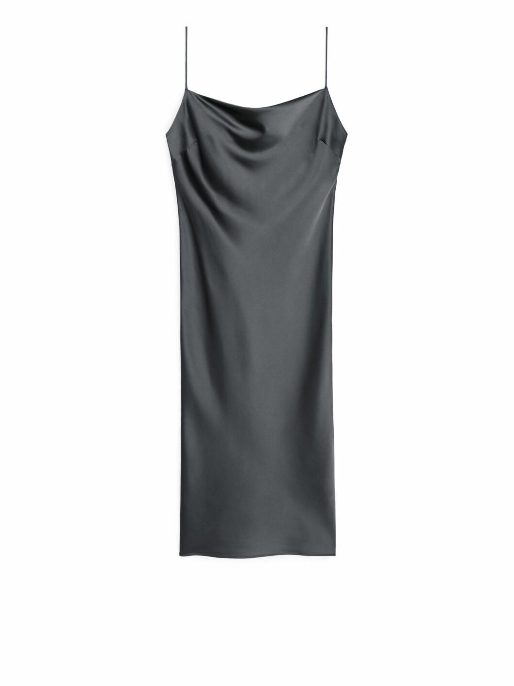 grå klänning från arket.