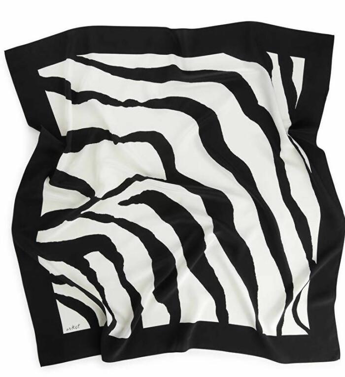 zebramönstrad scarf från arket.