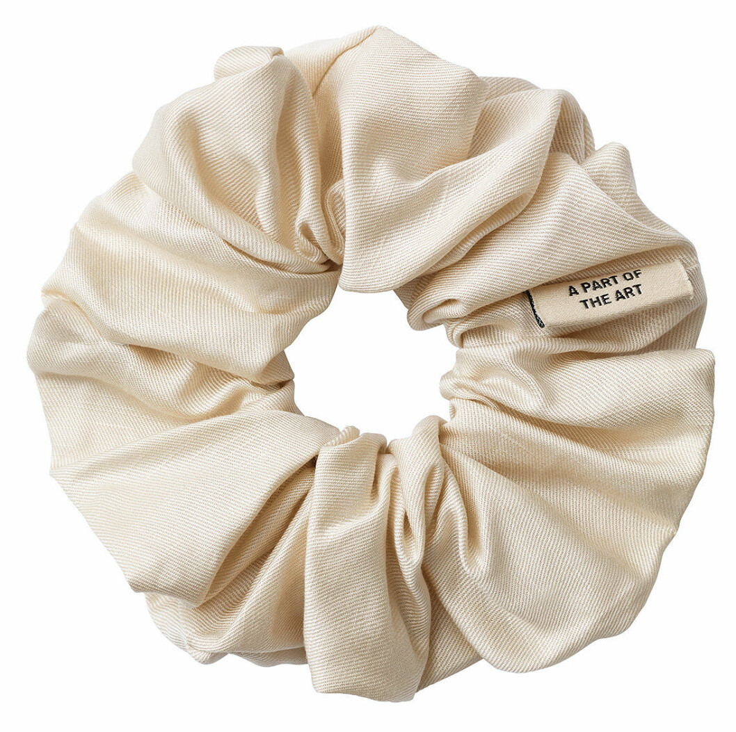 Fluffig scrunchie från A part of the art