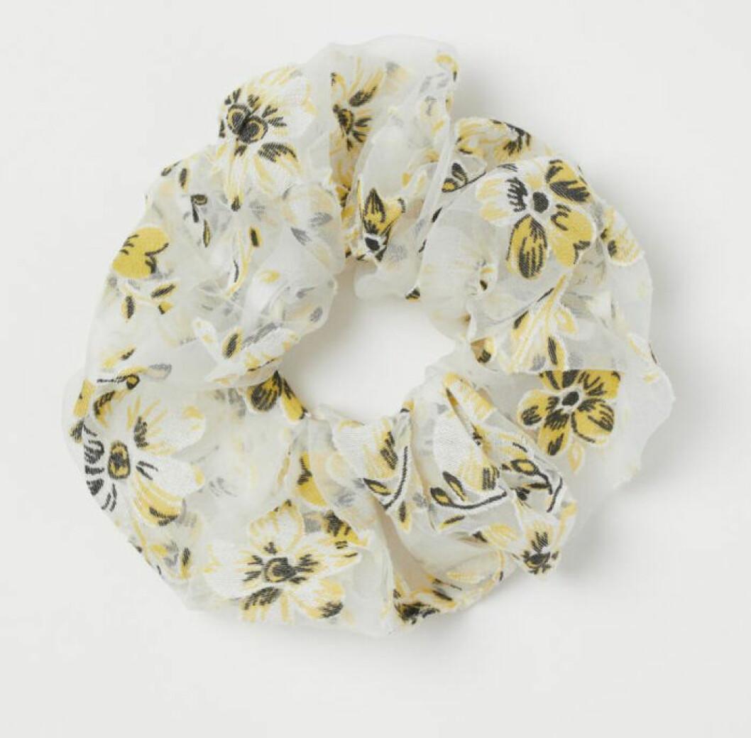 Scrunchie med blommor