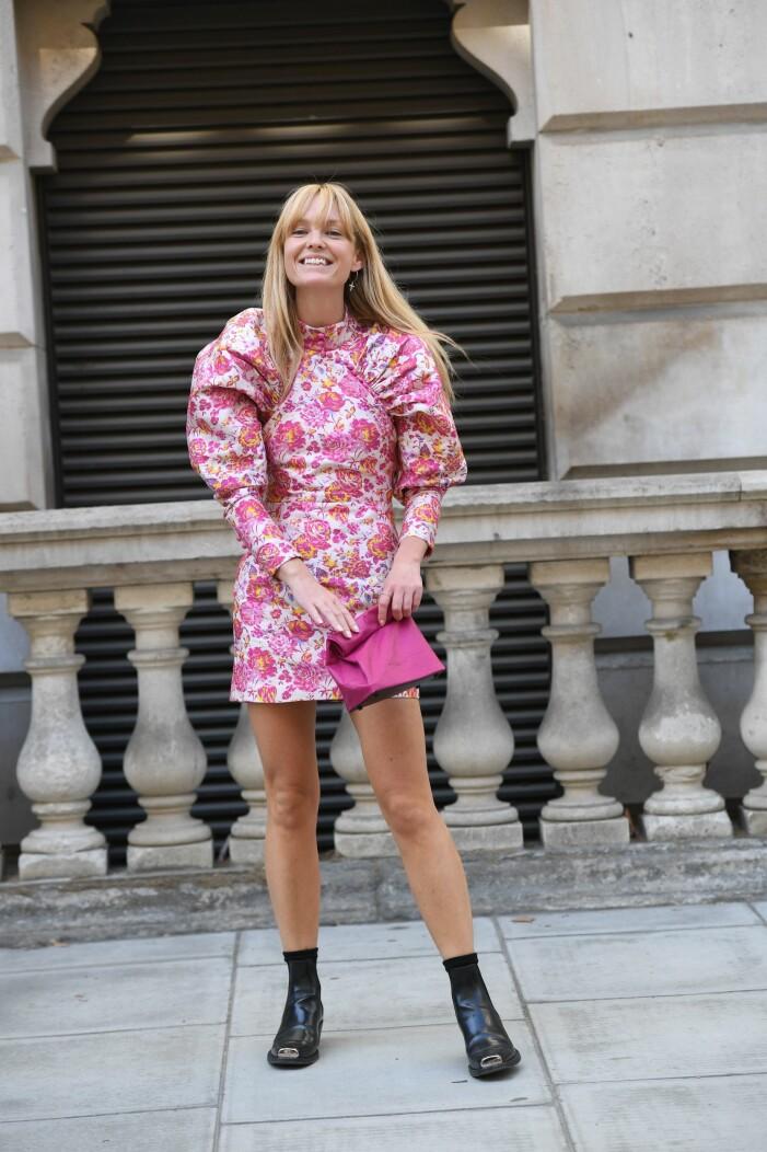 Jeanette Madsen, grundare av Rotate, i en rosa klänning.