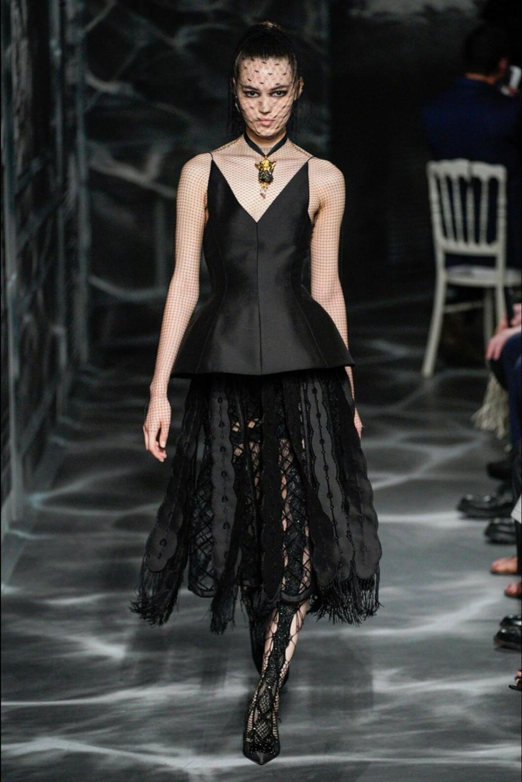 Christian Dior AW19/20, arbetad kjol och strukturerad topp.