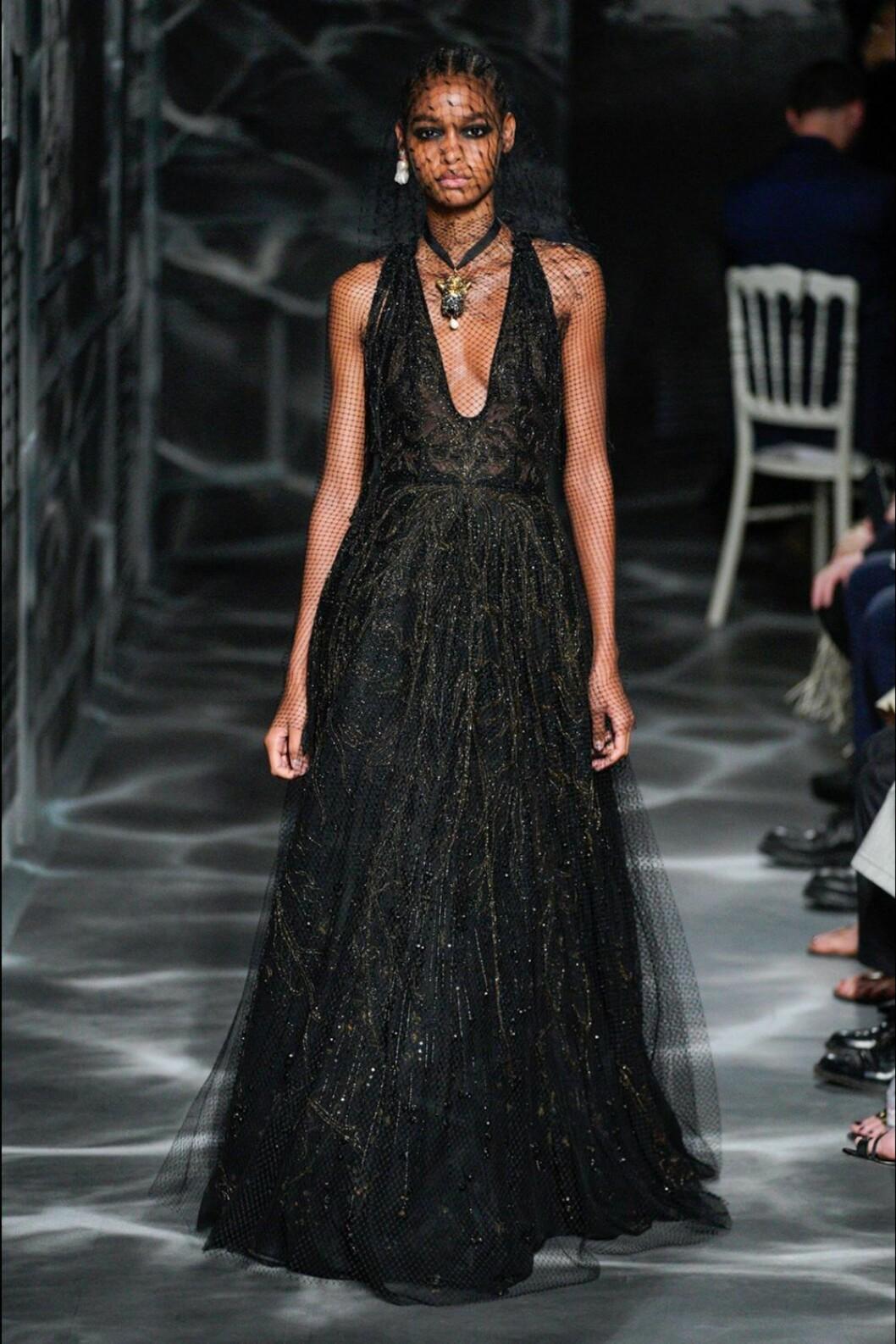 Christian Dior AW19/20, långklänning med nätdetaljer.