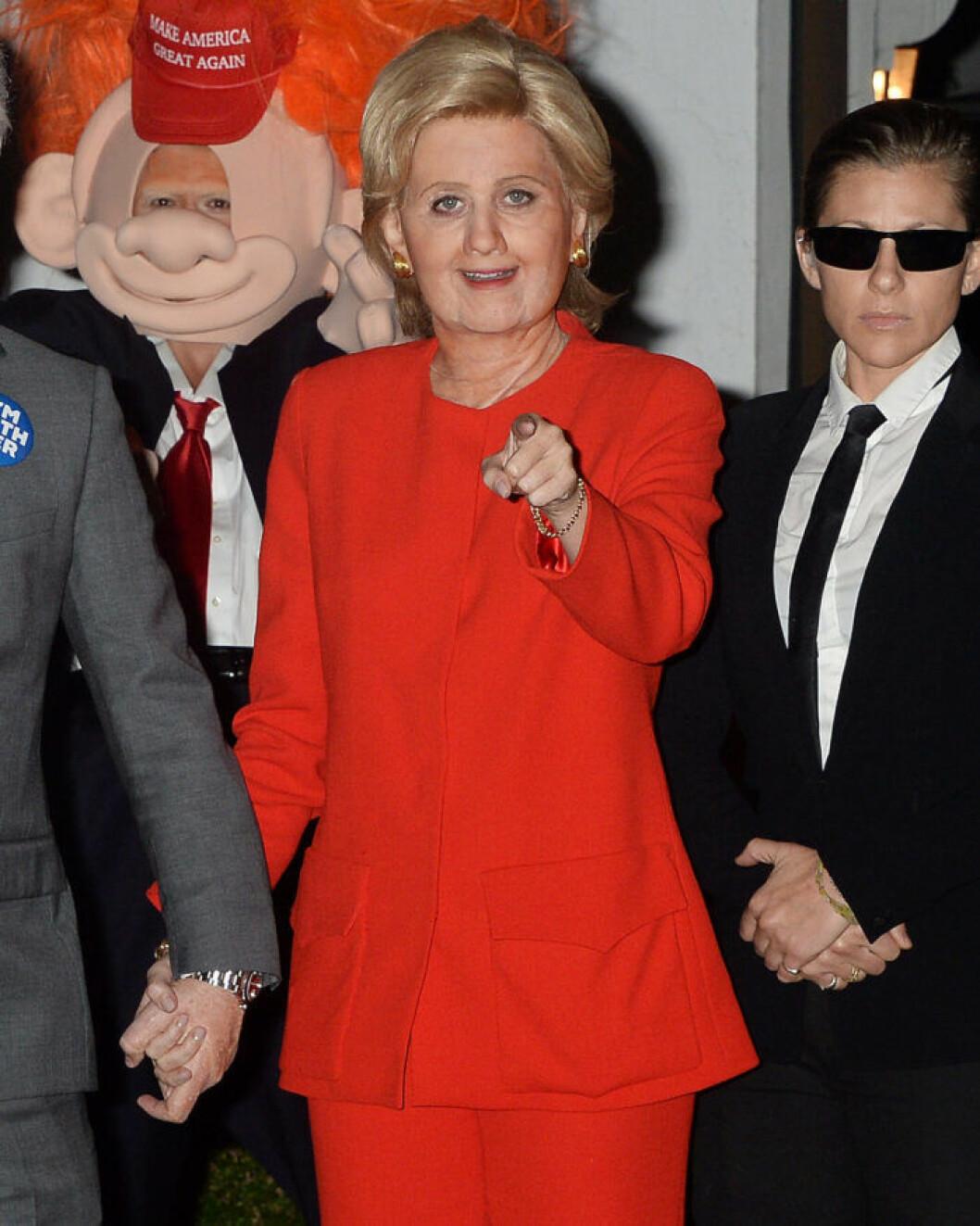 Katy Perry som Hillary Clinton.