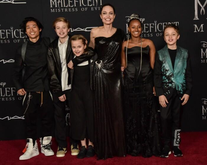 Pax Jolie-Pitt, Shiloh Jolie-Pitt, Vivian Jolie-Pitt, Angelina Jolie, Zahara Jolie-Pitt and Knox Jolie-Pitt på biopremiären av Maleficent: Mistress of Evil i Los Angeles 2019.
