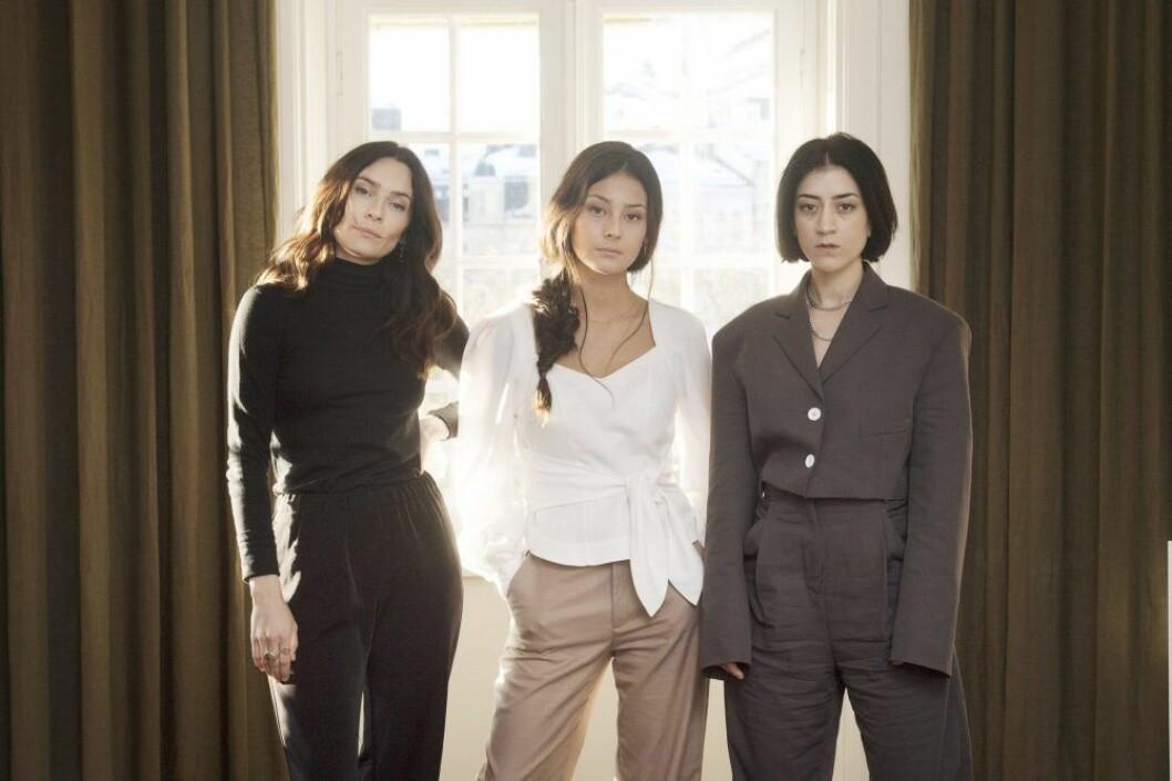 Aliette Opheim, Nora Rios och Gizem Erdogan från Kalifat.