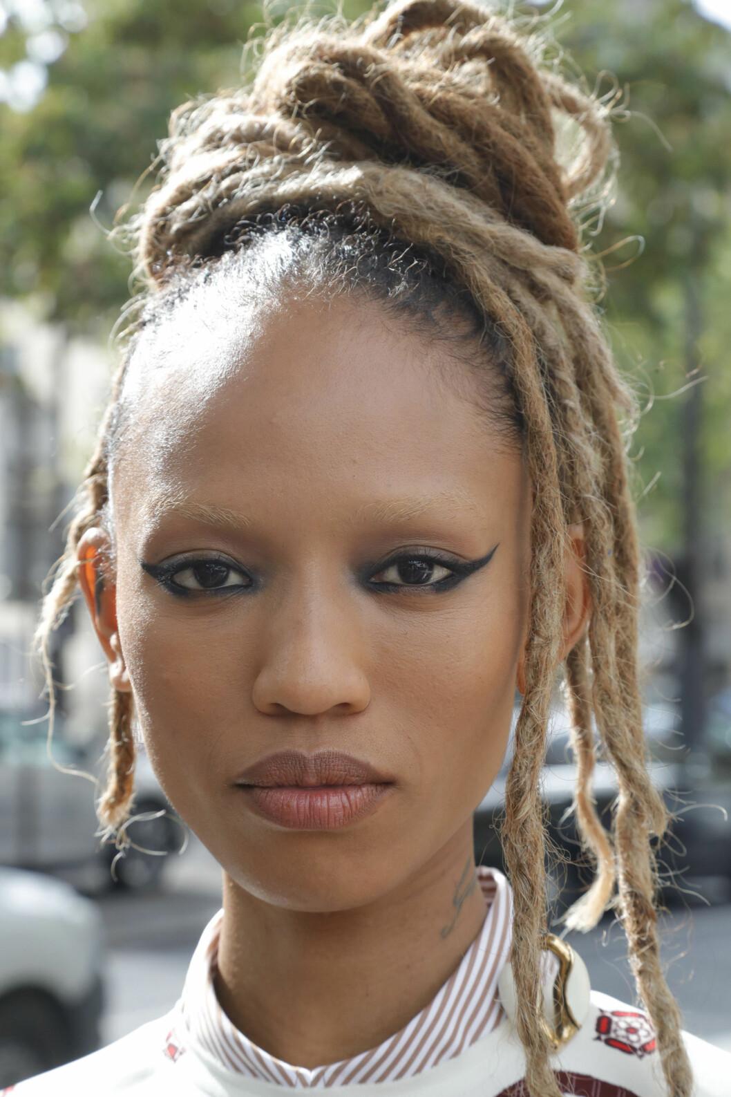 Modell med stor eyeliner