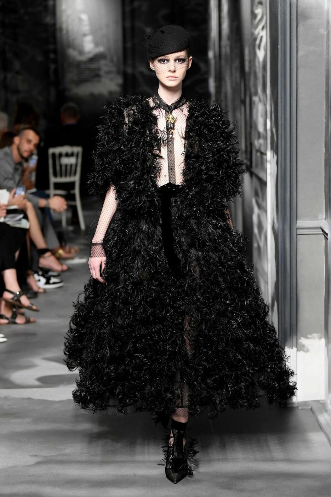 Christian Dior AW19/20, Klänning med fokus på detaljer.