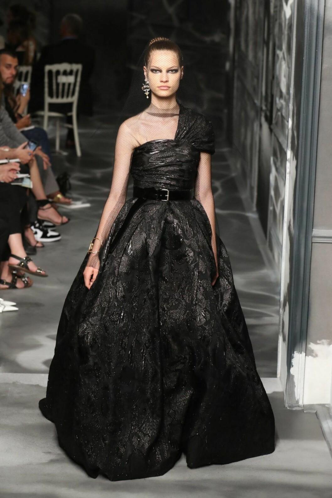 Christian Dior AW19/20, stor klänning med volym.