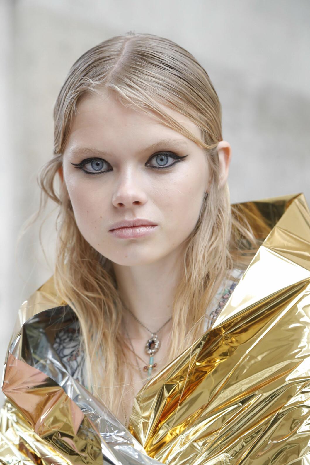 Modell med eyeliner