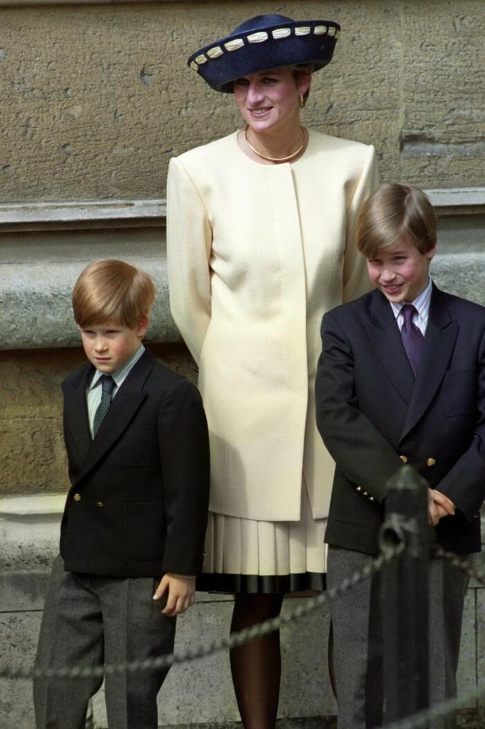 Harry och William med mamma Diana.