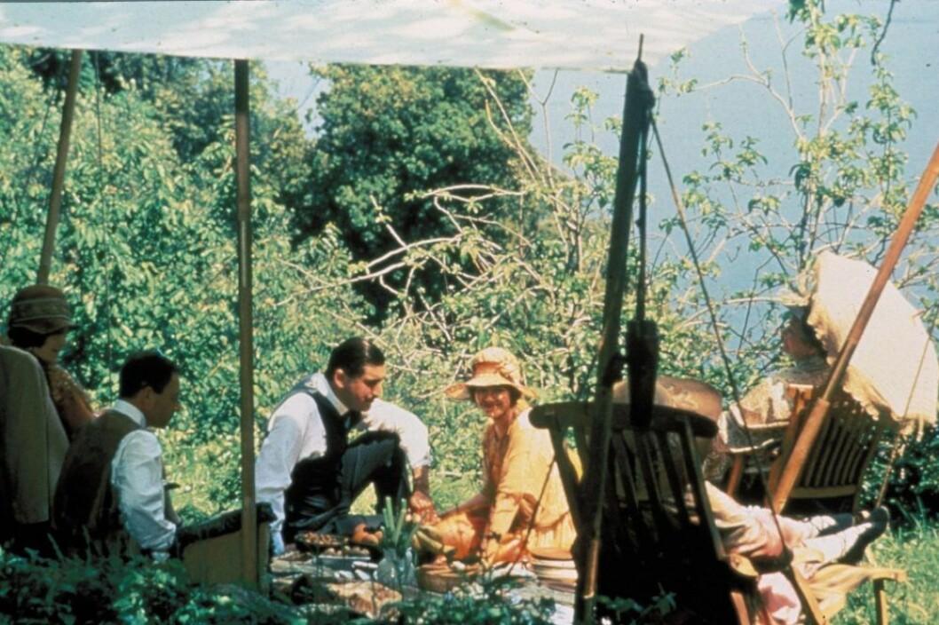 Scen ur filmen En förtrollad april.