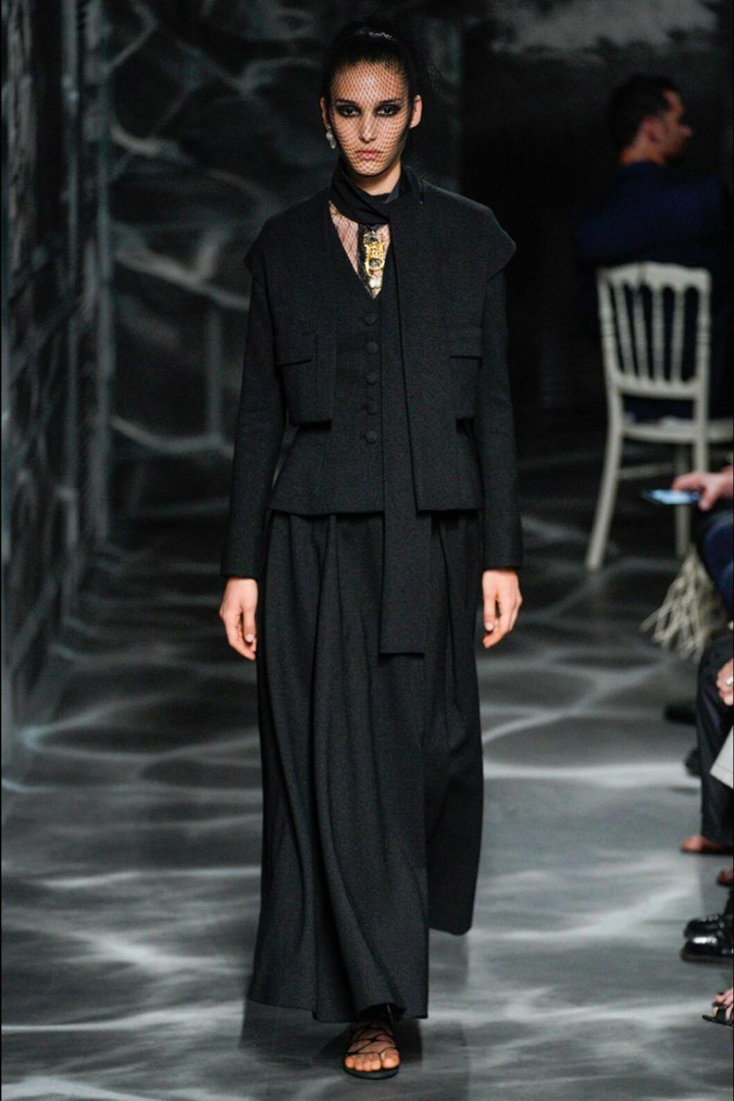 Christian Dior AW19/20, svart kostymset.