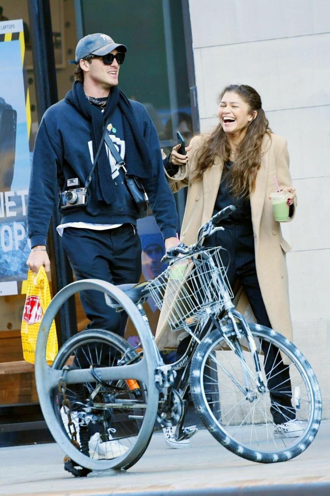 Jacob Elordi och Zendaya umgicks på tu man hand i New York.