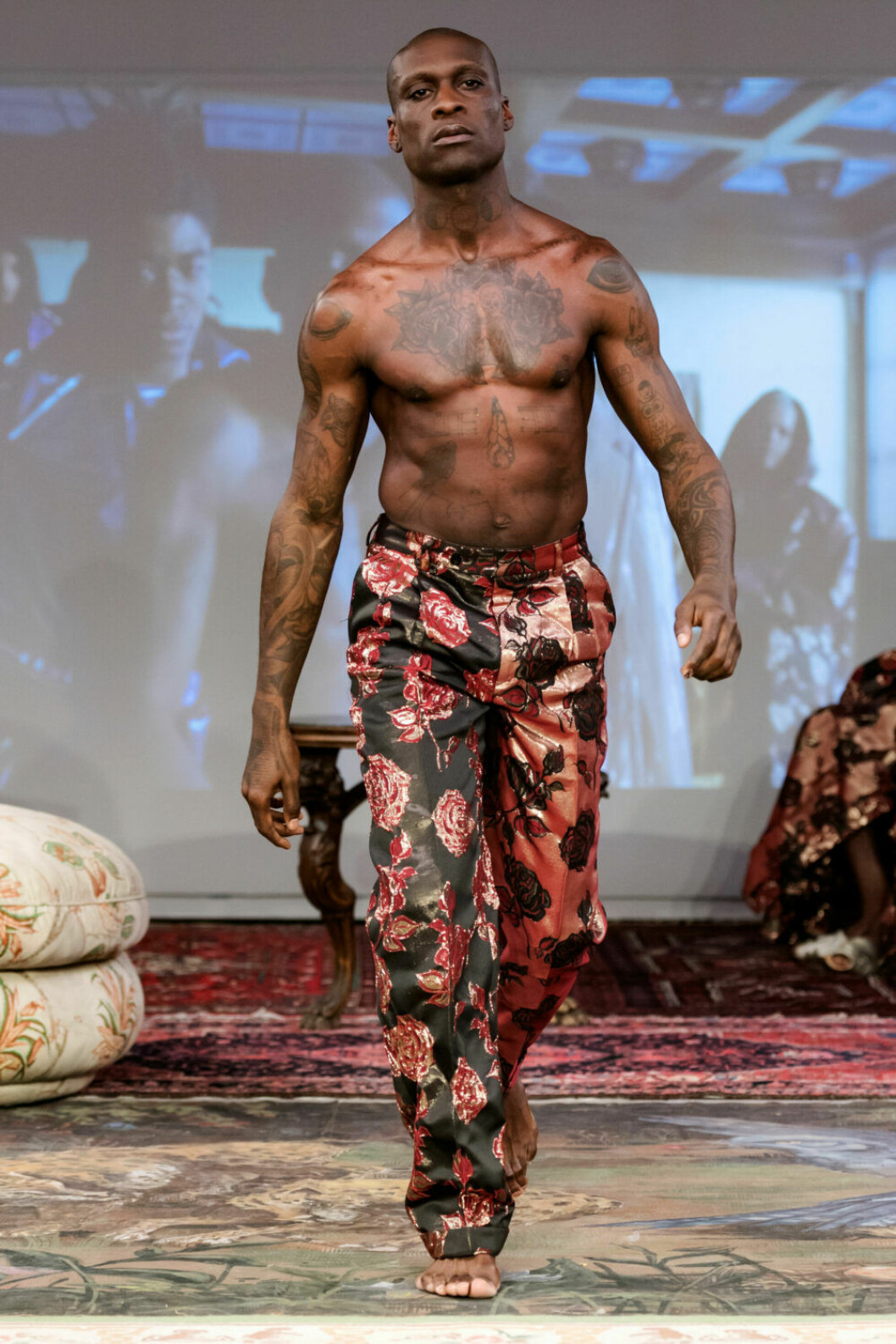 Mönstrade byxor på Selam Fessahayes AW19–visning på Fashion Week Stockholm