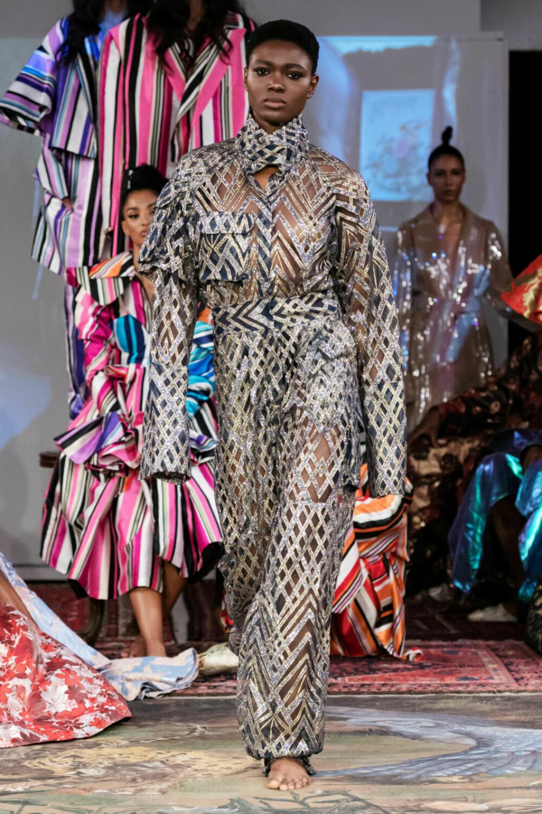 Geometriska mönster på Selam Fessahayes AW19–visning på Fashion Week Stockholm