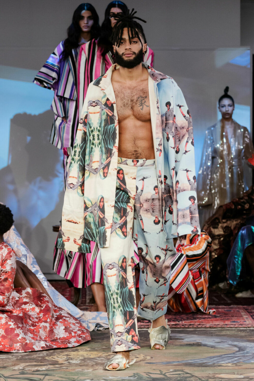 Pyjamasinfluenser på Selam Fessahayes AW19–visning på Fashion Week Stockholm