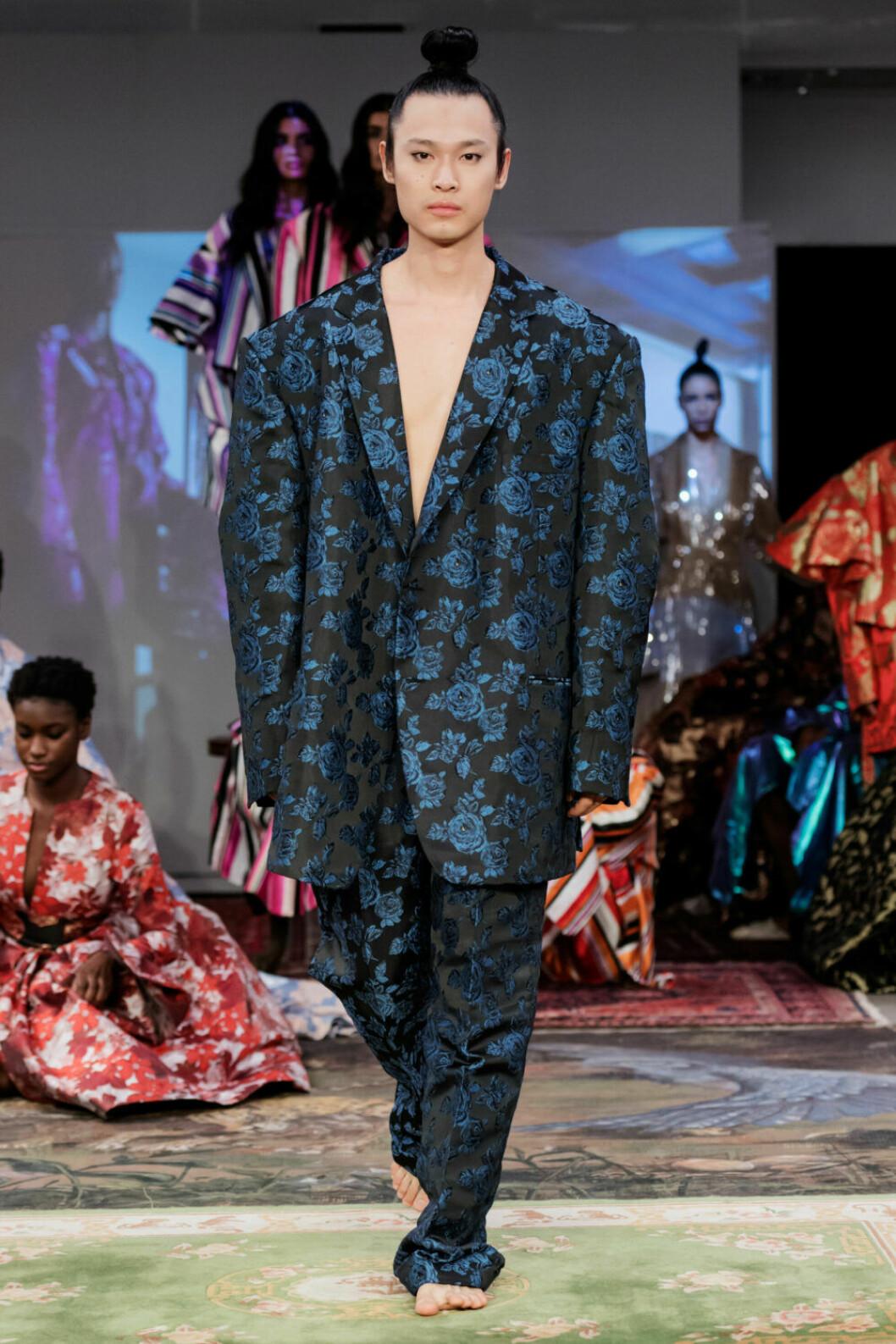 Oversized kostym på Selam Fessahayes AW19–visning på Fashion Week Stockholm