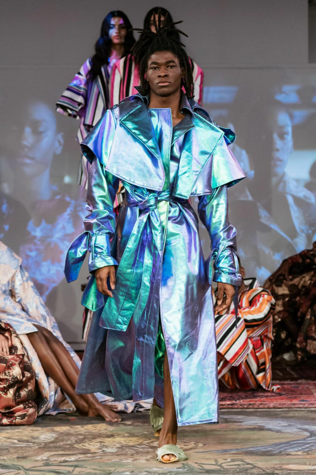 Metalliskt blått på Selam Fessahayes AW19–visning på Fashion Week Stockholm