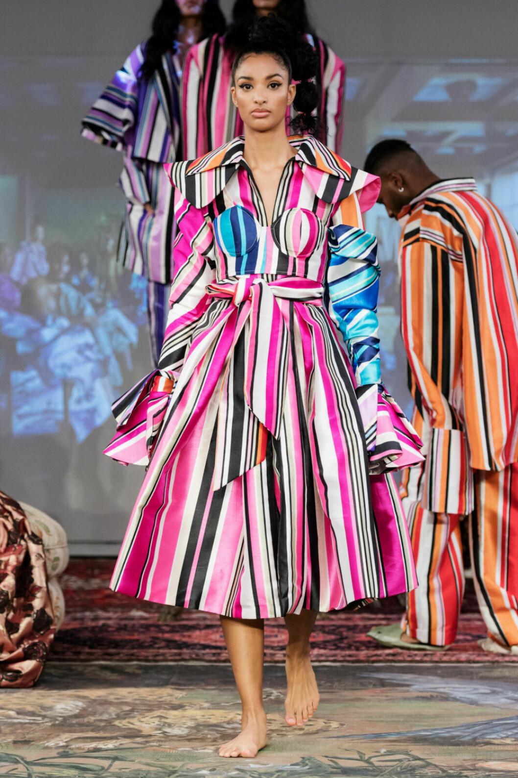 Randig kappa på Selam Fessahayes AW19–visning på Fashion Week Stockholm