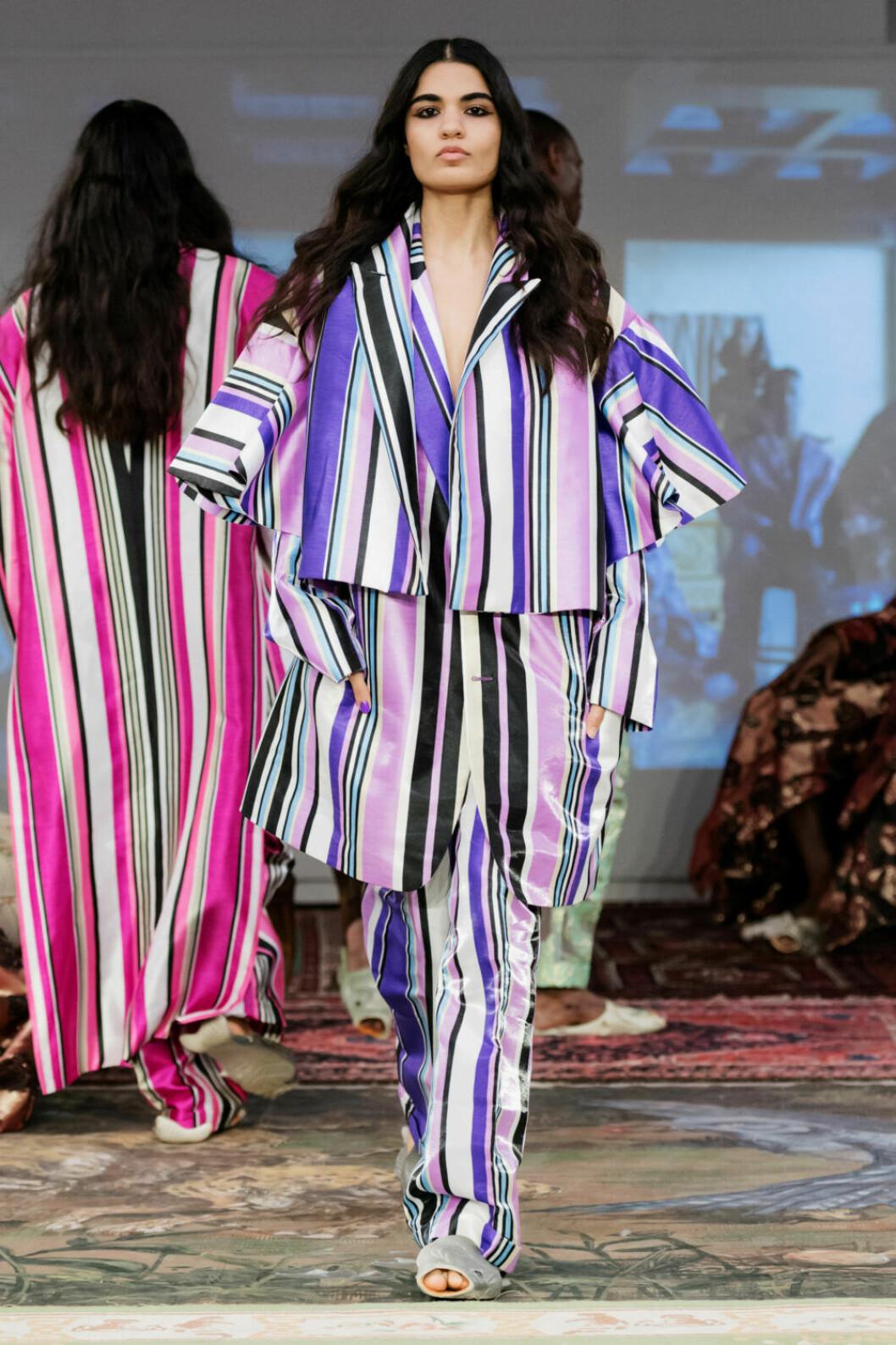 Lila ränder på Selam Fessahayes AW19–visning på Fashion Week Stockholm