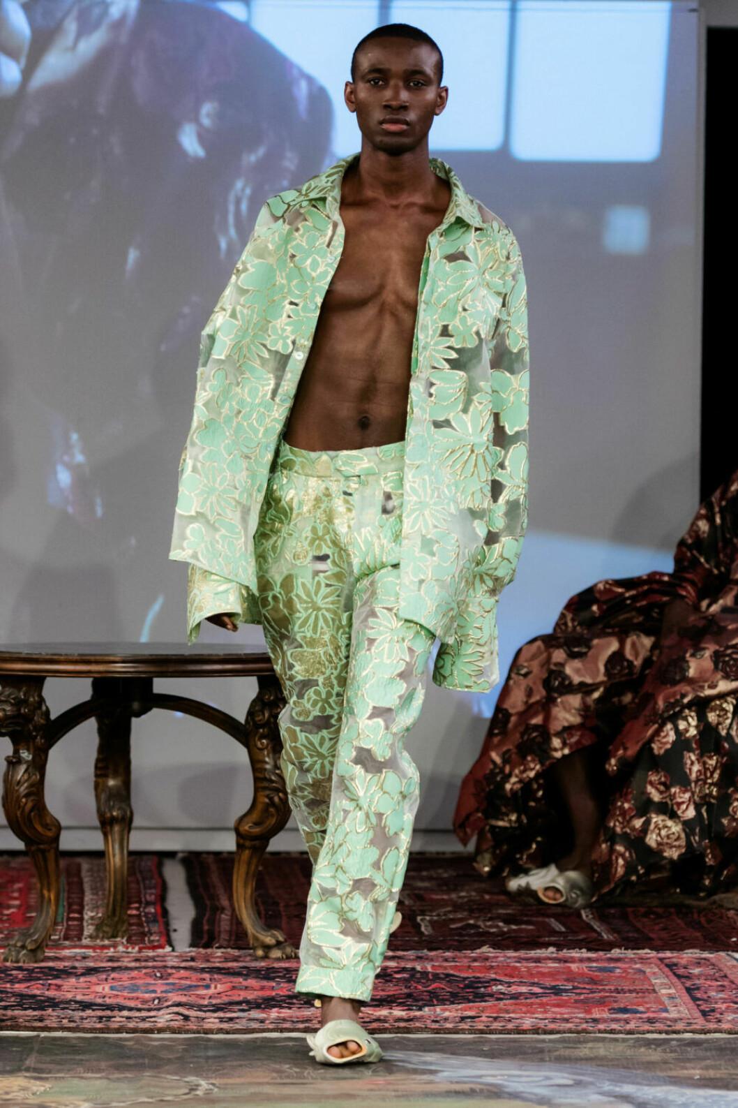 Ljusgrönt set på Selam Fessahayes AW19–visning på Fashion Week Stockholm
