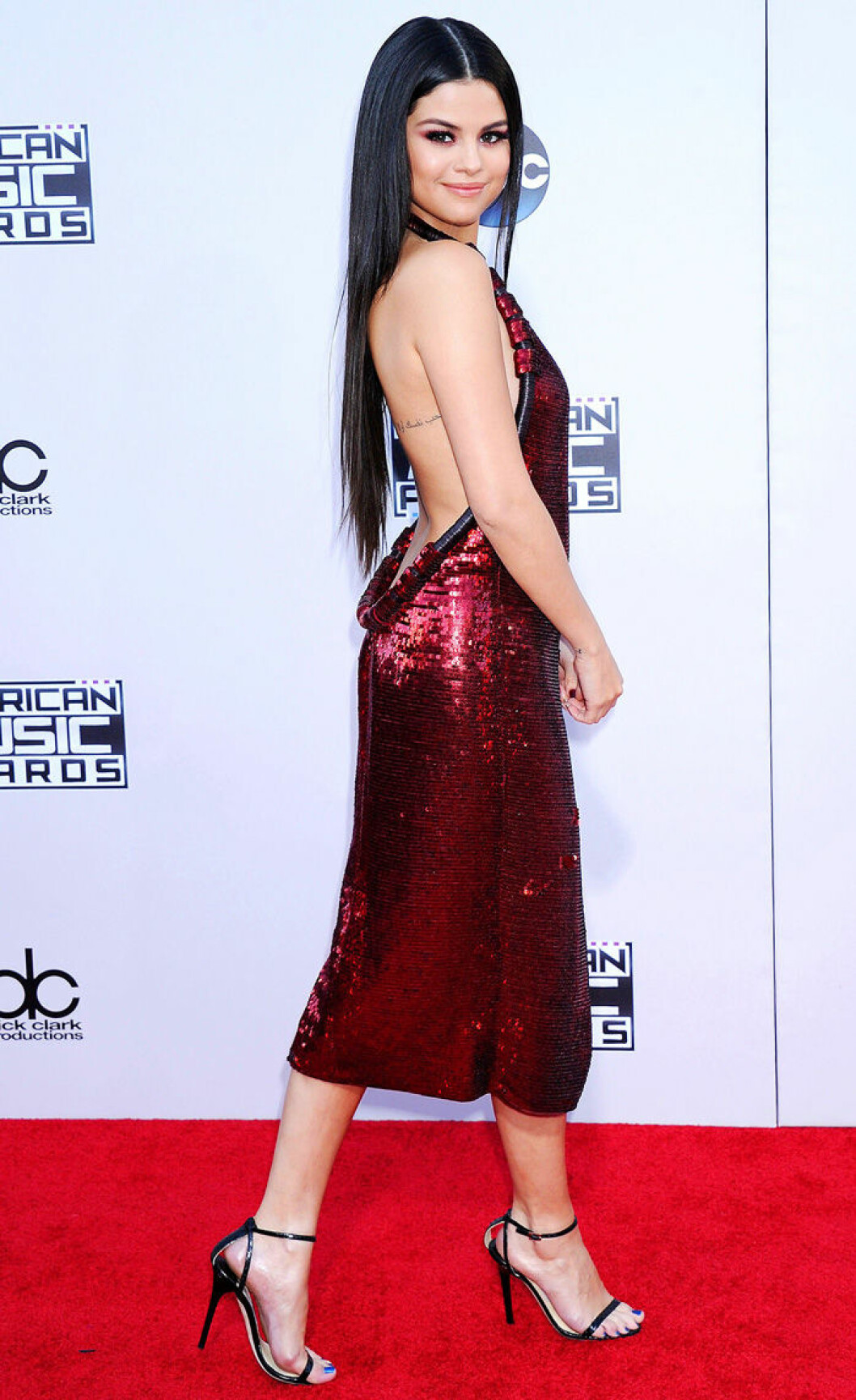 En bild på sångerskan Selena Gomez på American Music Awards 2015.