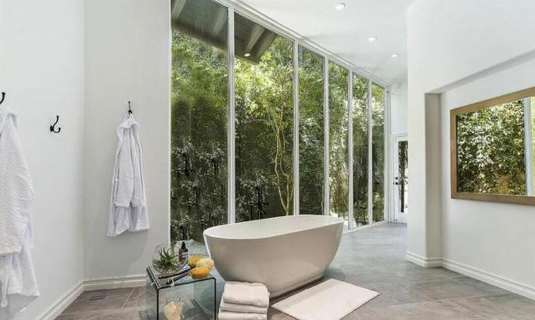 Vackert badrum i Selena Gomez nyköpta hus