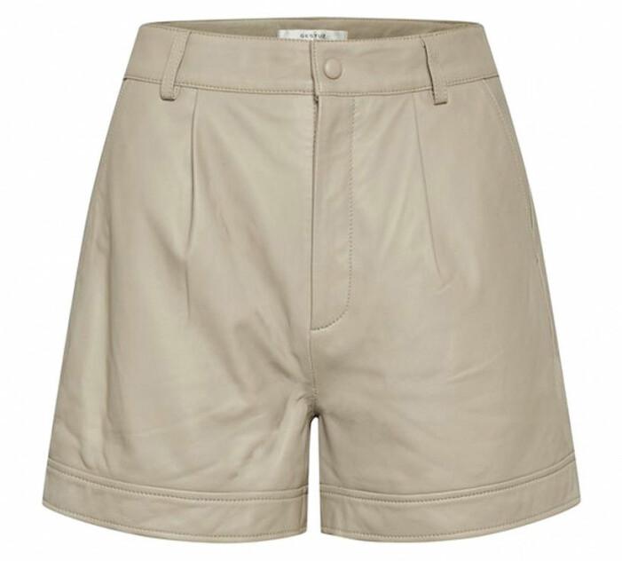 beige shorts skinn