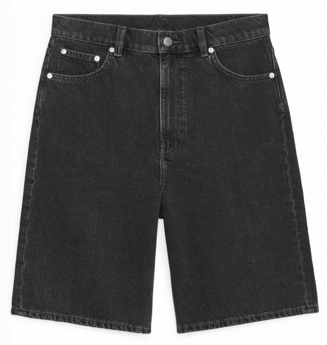 Grå jeansshorts från Arket.