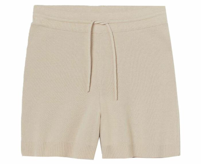 beige stickade shorts