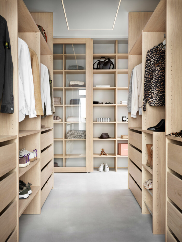showstopper walk-in-closet i trä från ballingslöv