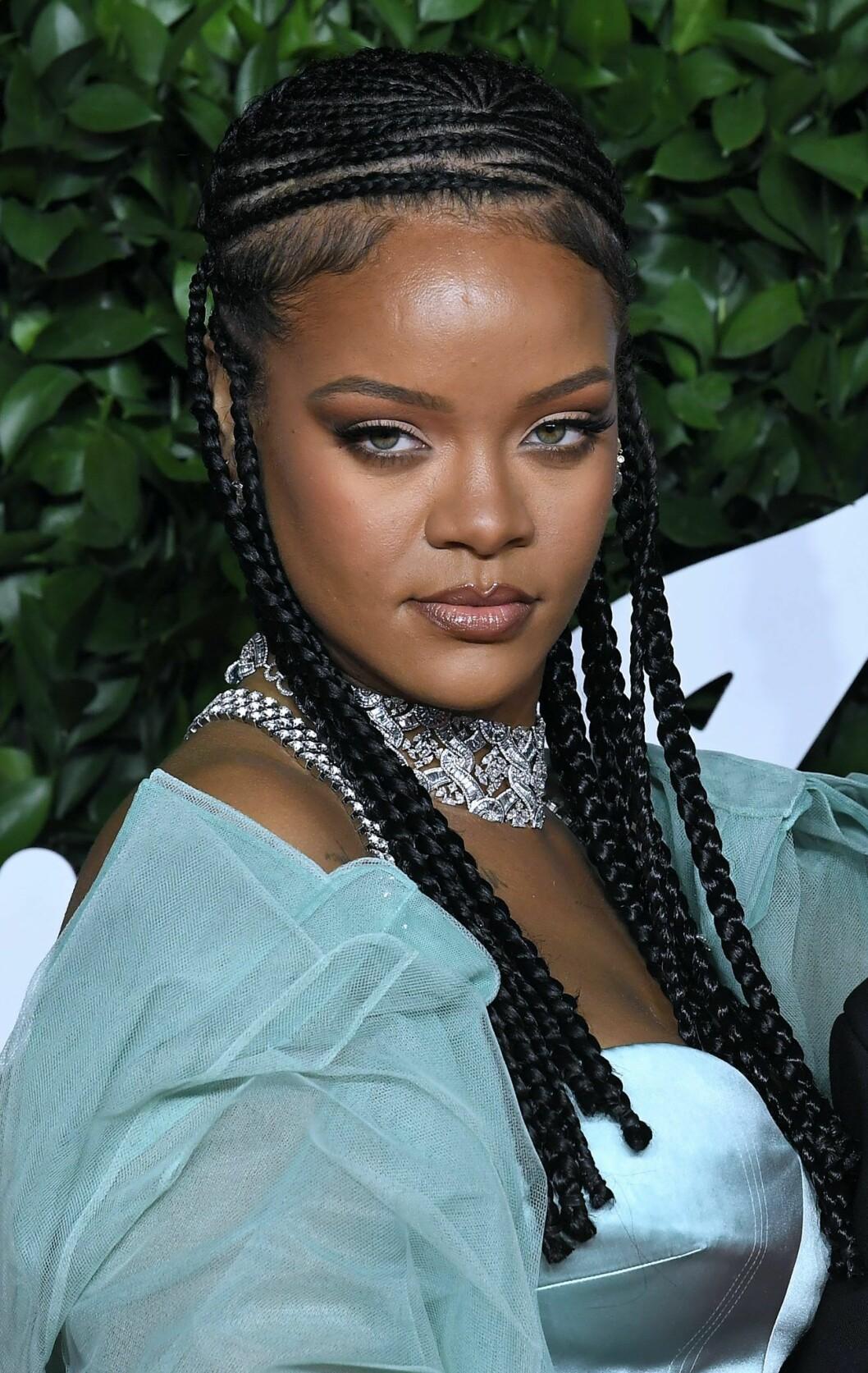 Rihanna i flätor