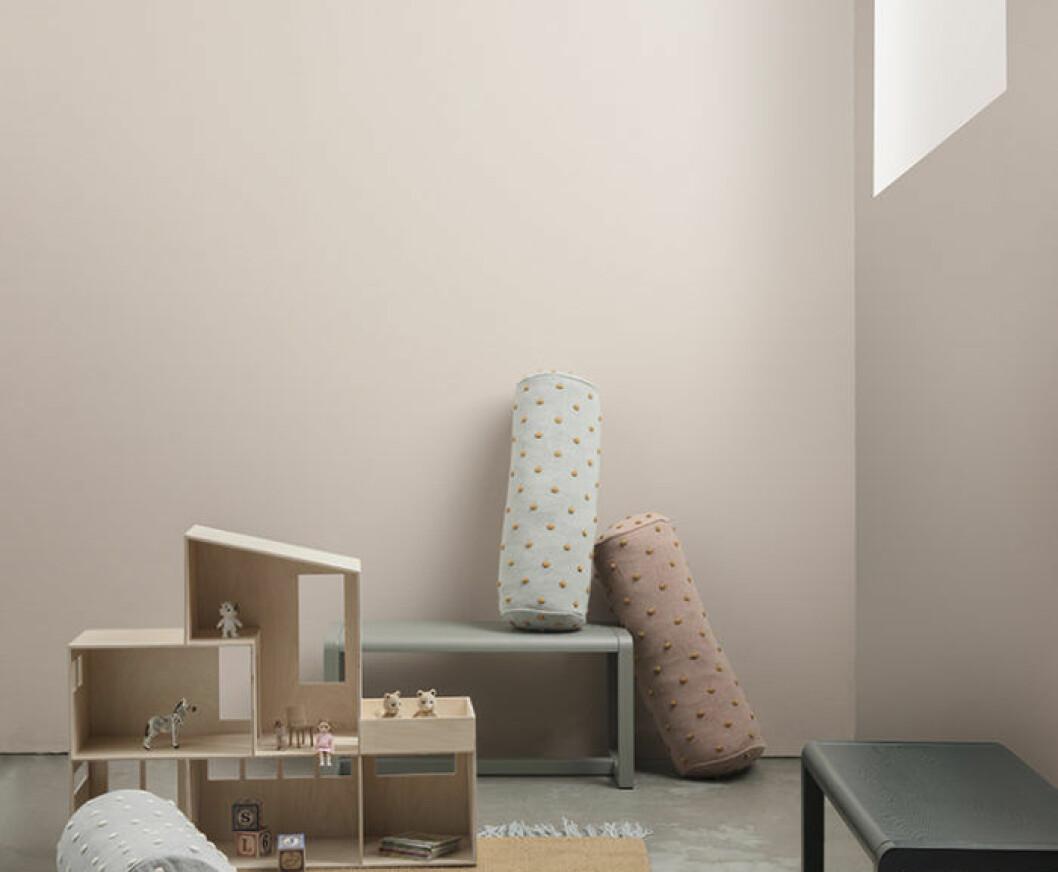 Ljus bänkskiva med färgskiftningar i likt terrazzo