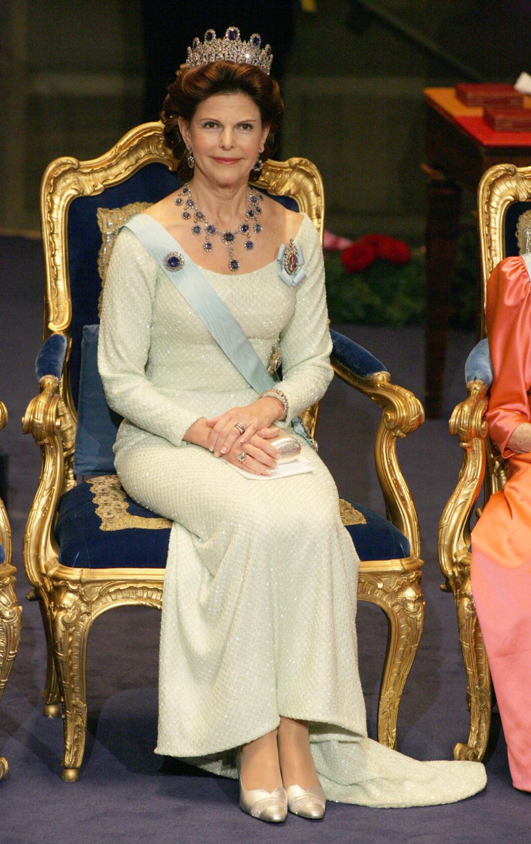2004 bar drottningen en klänning av design Jacques Zehnder