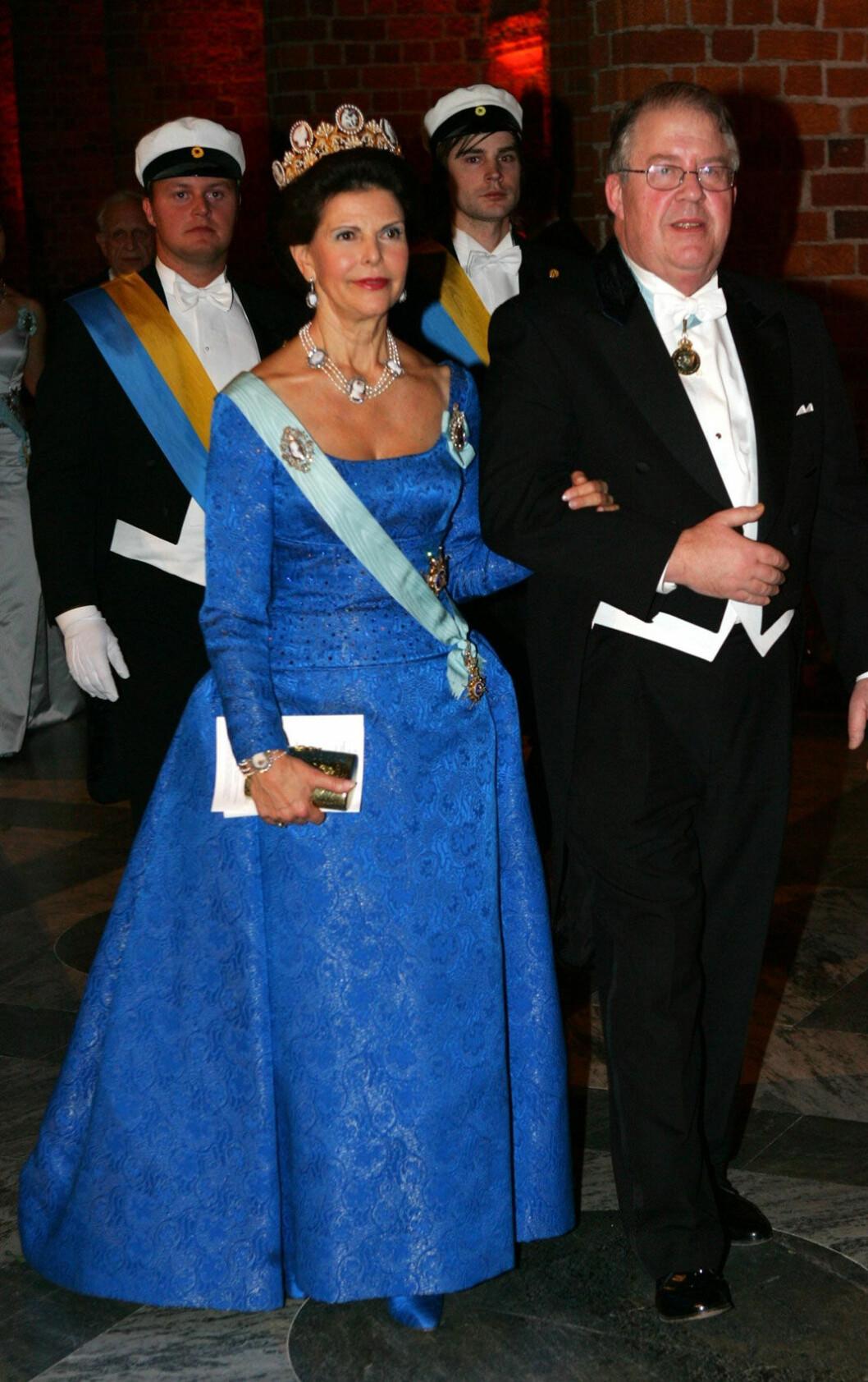 2005 drottning Silvia i återanvänd klänning av Zehnder