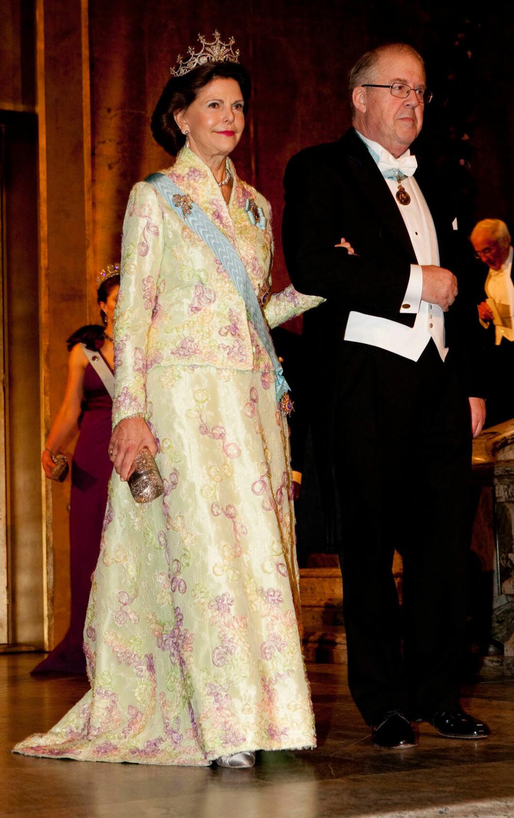2009 En tvådelad galastass som användes första gången vid det danska kronprinsbröllopet 2004